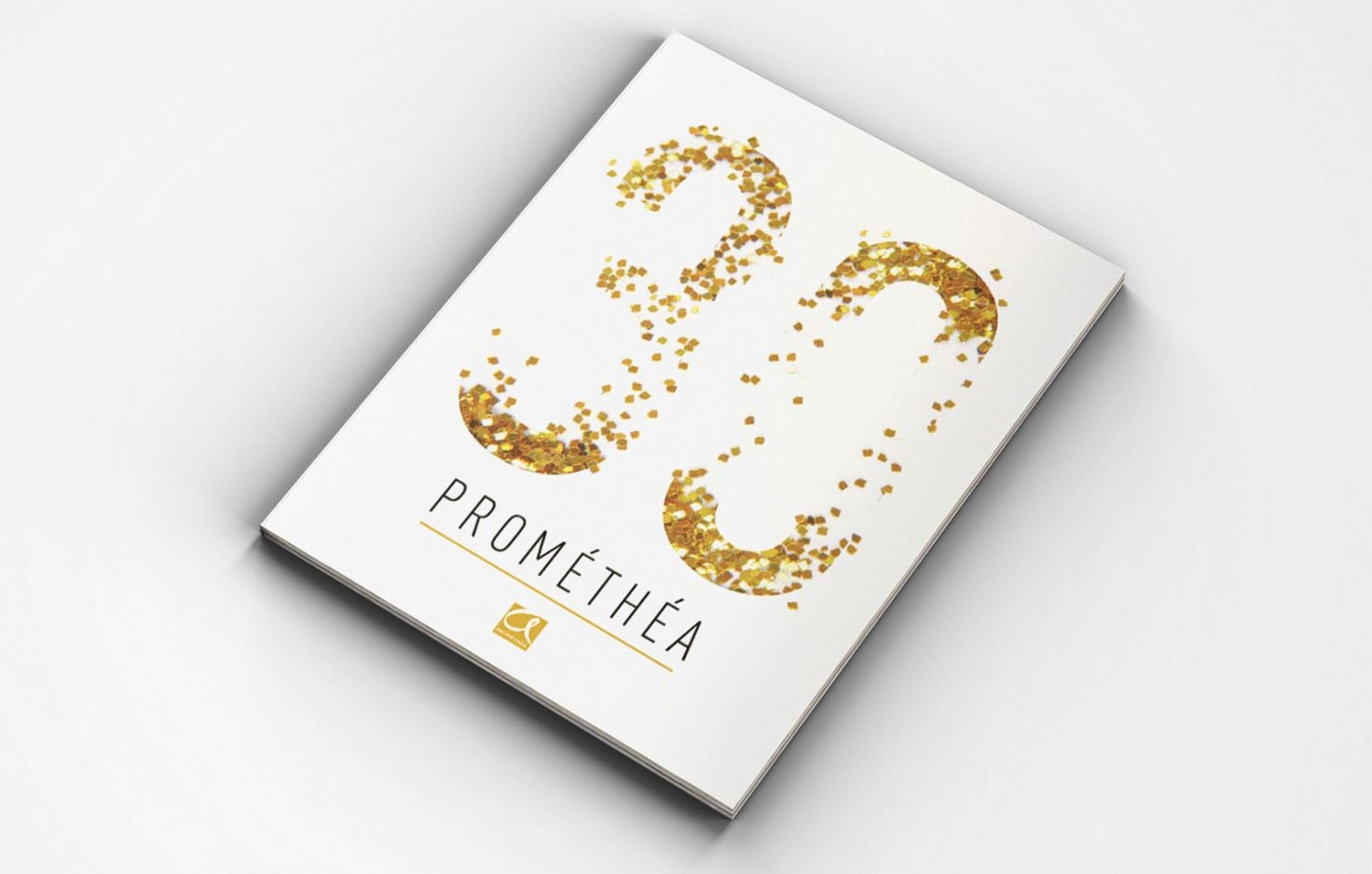 Foto met brochure van 30 jaar van Prométhéa
